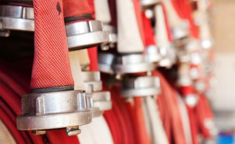 Como escolher o tipo de mangueira de incêndio ideal para seu projeto